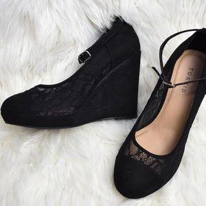 Torrid 10W round toe lace wedge black heel